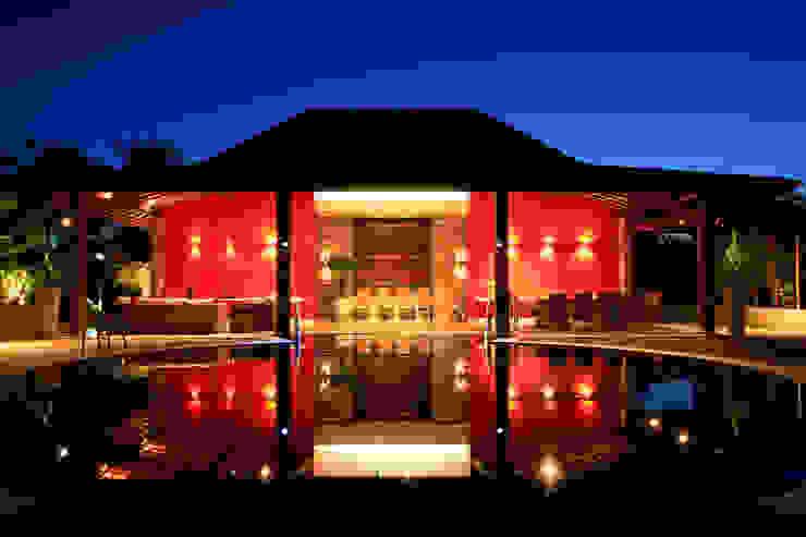 Casa Vermelha Piscinas campestres por Andréa Calabria Arquitetura Campestre