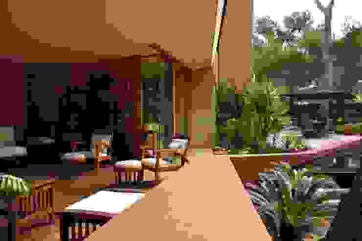Le séjour extérieur couvert Balcon, Veranda & Terrasse modernes par Grégory Cugnet ARCHITECTE Moderne