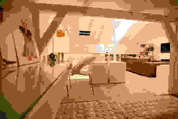 Sótão EL- Joinville/SC – Estúdio Kza Arquitetura e Interiores Salas de estar modernas por Estúdio Kza Arquitetura e Interiores Moderno