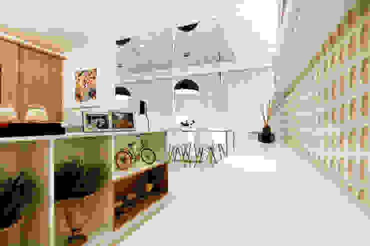 Apartamento AR- Joinville/SC – Estúdio Kza Arquitetura e Interiores Corredores, halls e escadas modernos por Estúdio Kza Arquitetura e Interiores Moderno