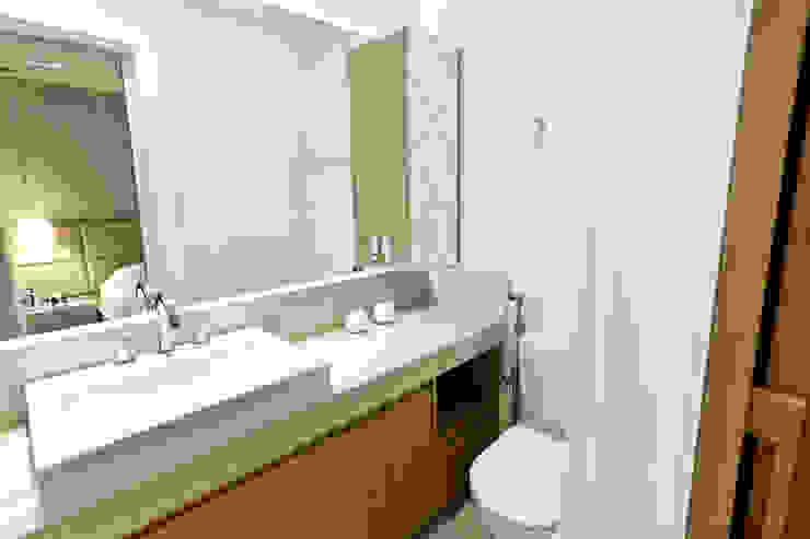 Apartamento AR- Joinville/SC – Estúdio Kza Arquitetura e Interiores Banheiros modernos por Estúdio Kza Arquitetura e Interiores Moderno