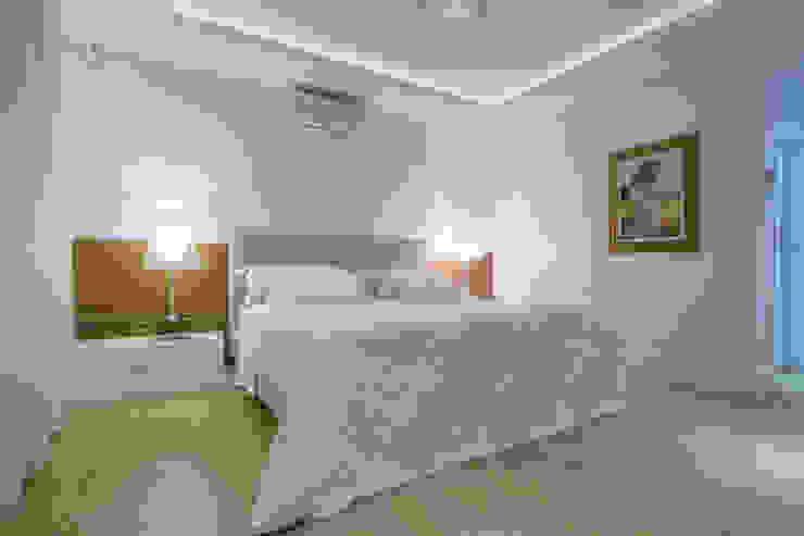 Casa AM – Joinville/SC – Estúdio Kza Arquitetura e Interiores Quartos modernos por Estúdio Kza Arquitetura e Interiores Moderno