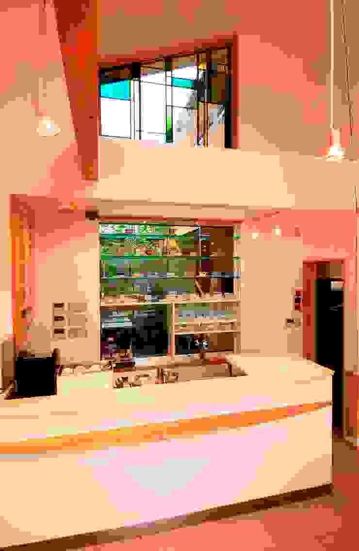 喫茶カウンター: 氏原求建築設計工房が手掛けた折衷的なです。,オリジナル