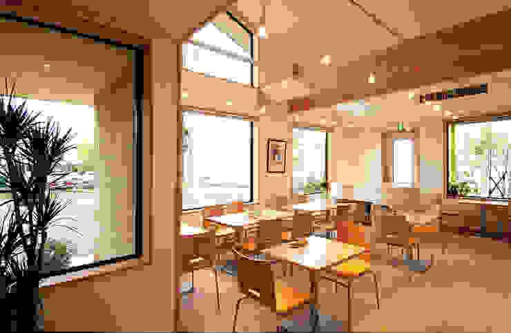 喫茶室 吹き抜け南側を見る。: 氏原求建築設計工房が手掛けた折衷的なです。,オリジナル