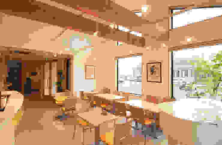 喫茶室 吹き抜け、入り口側を見る。: 氏原求建築設計工房が手掛けた折衷的なです。,オリジナル