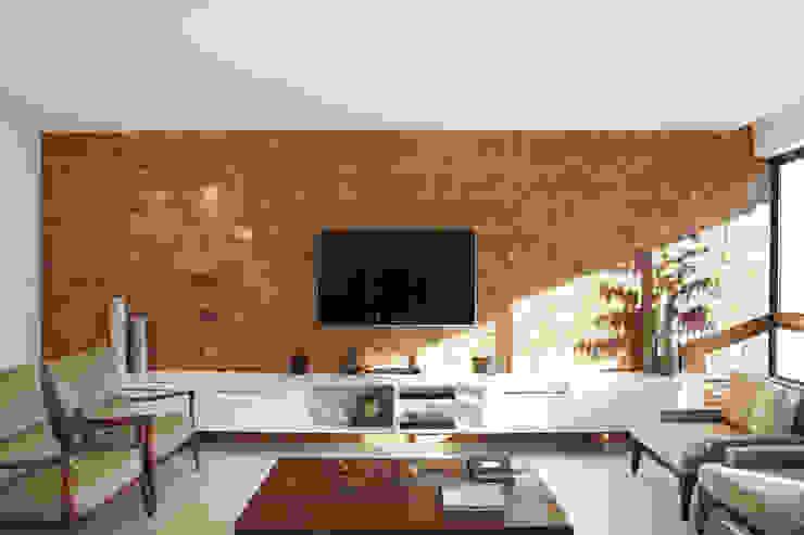 Residência Santiago Salas de estar minimalistas por Lattoog Minimalista