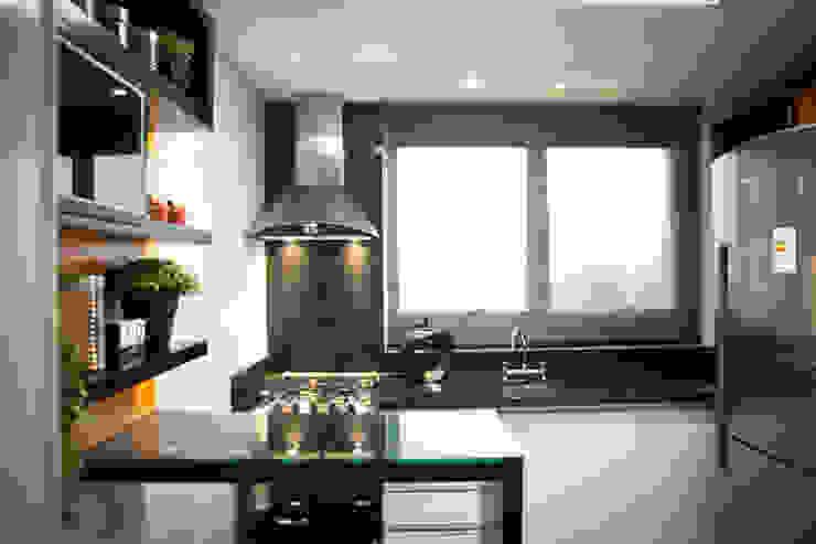 Cozinha Preta, Branca e Laranja Cozinhas modernas por INOVA Arquitetura Moderno
