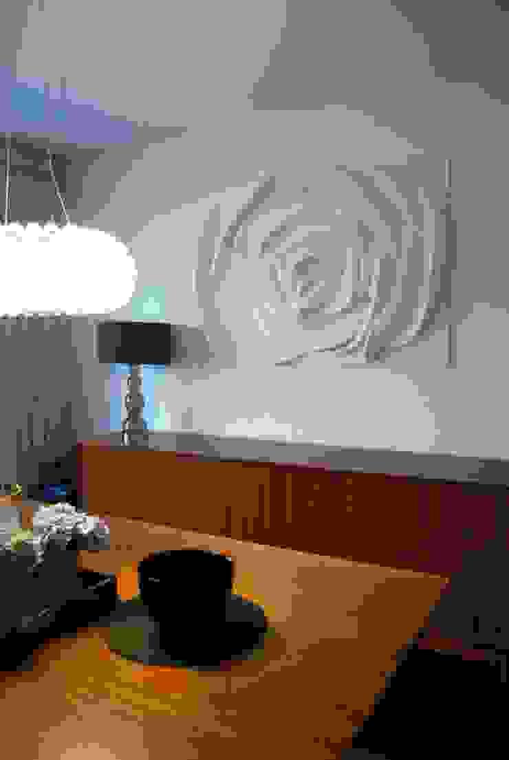 Painel Flor Salas de jantar modernas por Iva Viana Atelier de Escultura Moderno