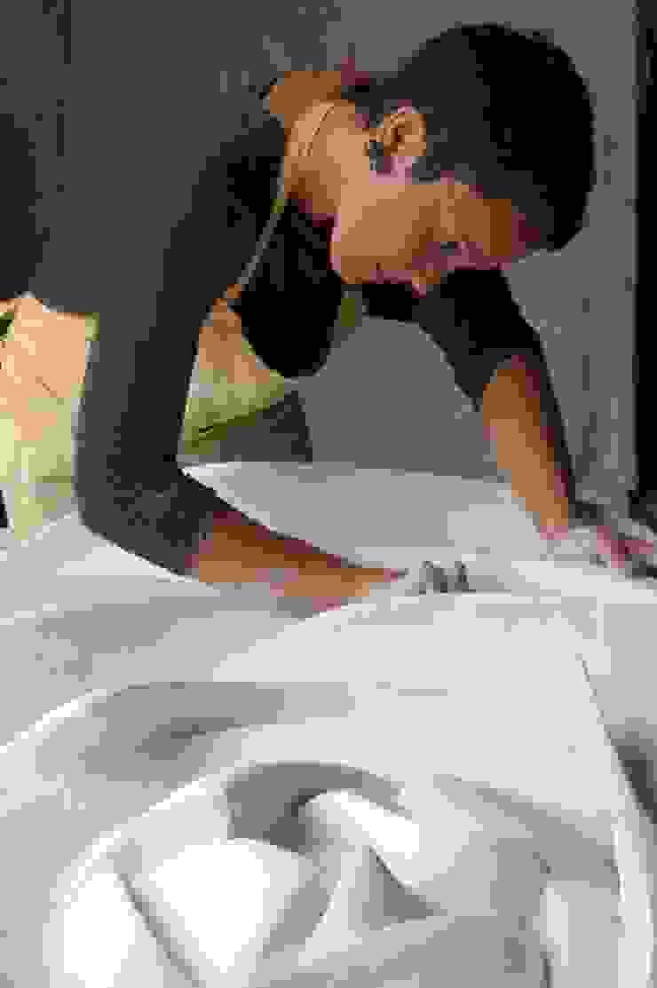 Painel Flor Museus modernos por Iva Viana Atelier de Escultura Moderno