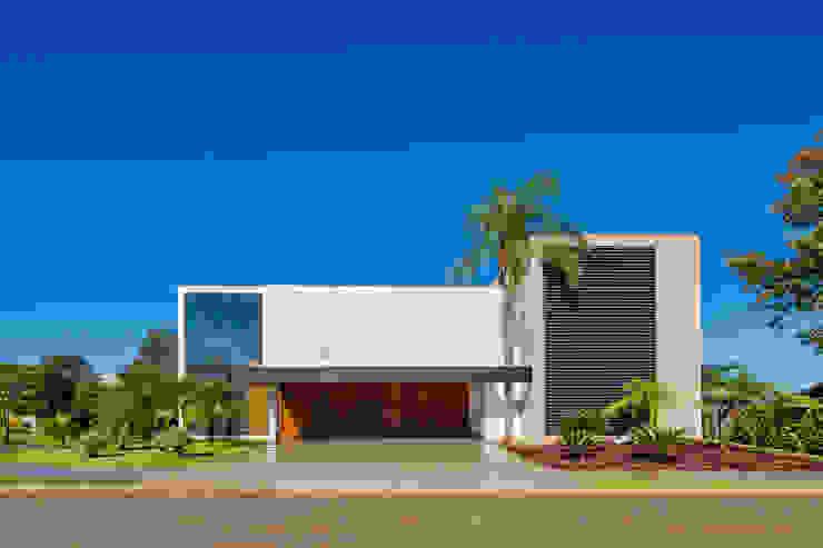 Casa Jabuticaba: Casas  por Raffo Arquitetura,