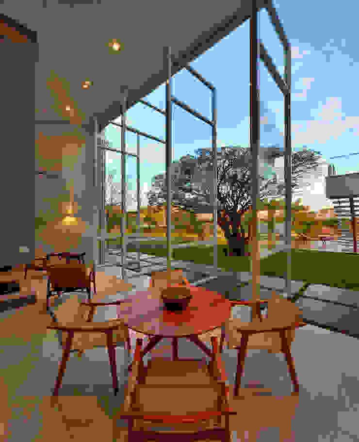 Casa Jabuticaba Portas e janelas modernas por Raffo Arquitetura Moderno