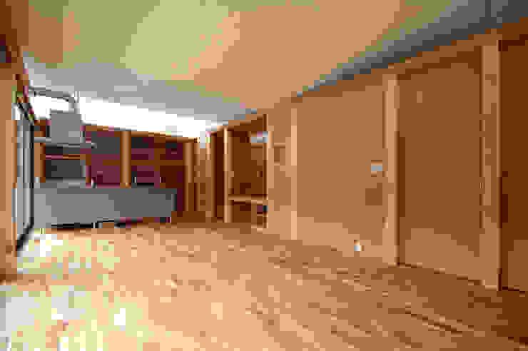 MDFボードで仕上げられた内部 モダンな キッチン の 土居建築工房 モダン