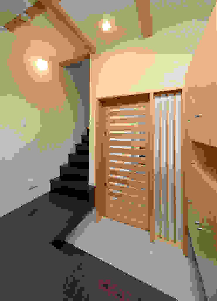 玄関 モダンな 窓&ドア の 田崎設計室 モダン