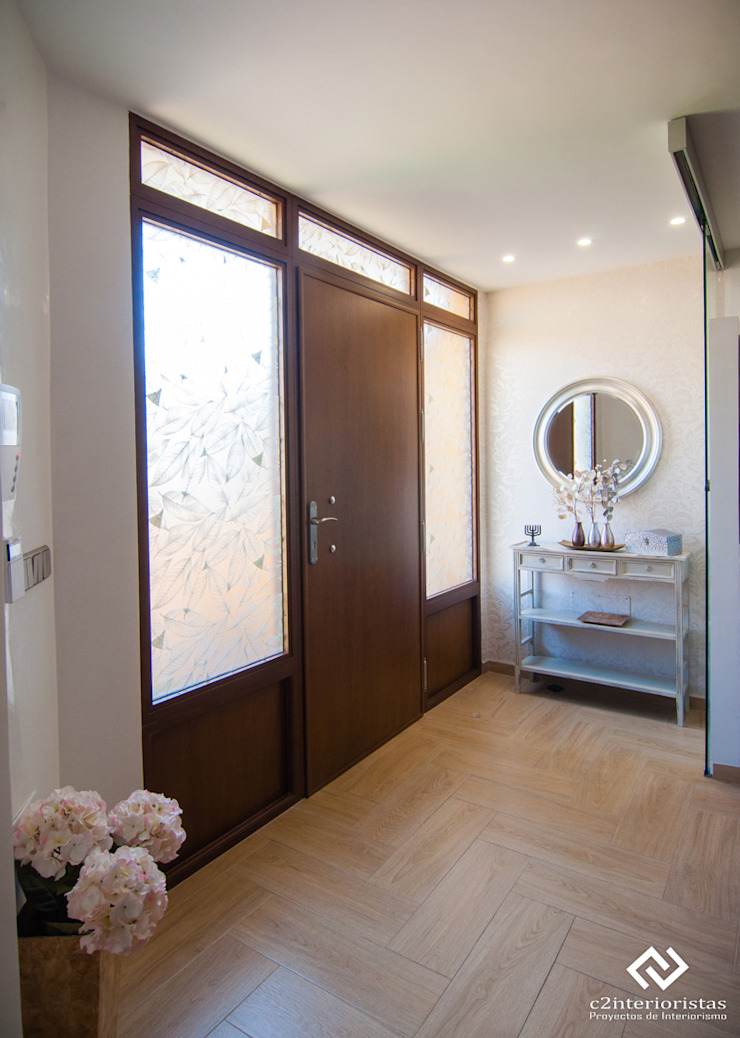 C2INTERIORISTAS Ingresso, Corridoio & Scale in stile moderno