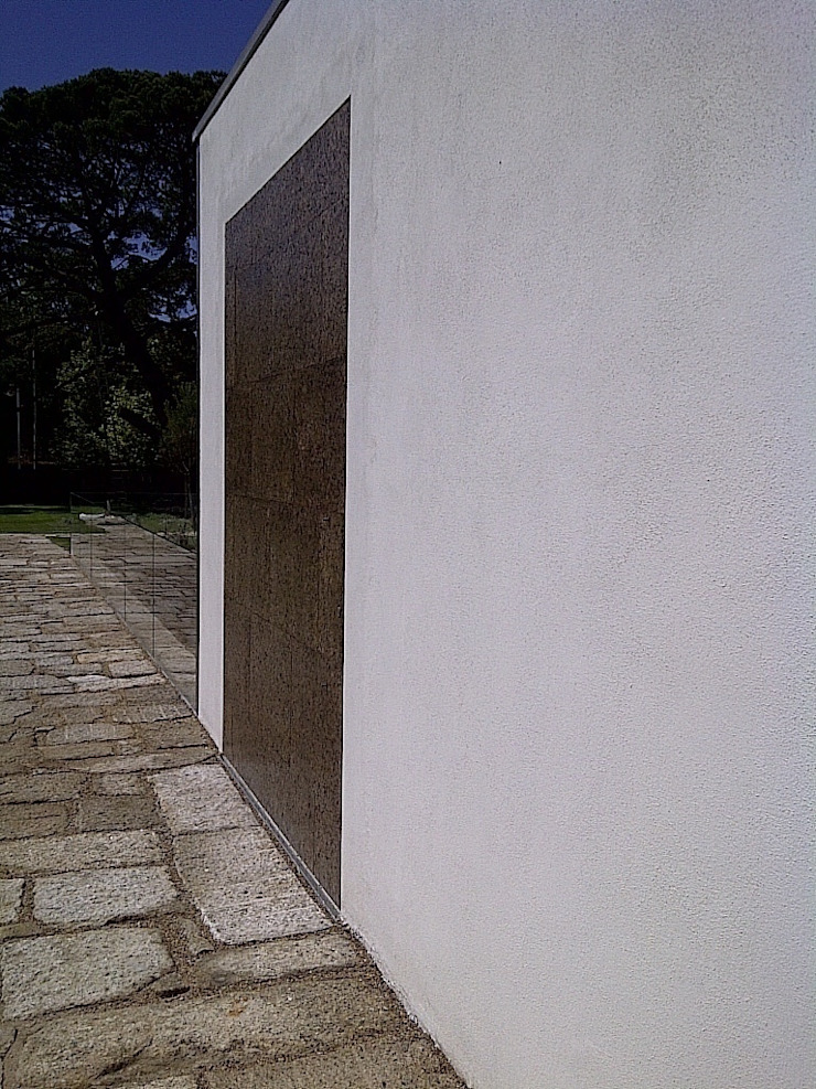 Puerta STV PIVOT Puertas y ventanas de estilo minimalista de OKULTUS Minimalista
