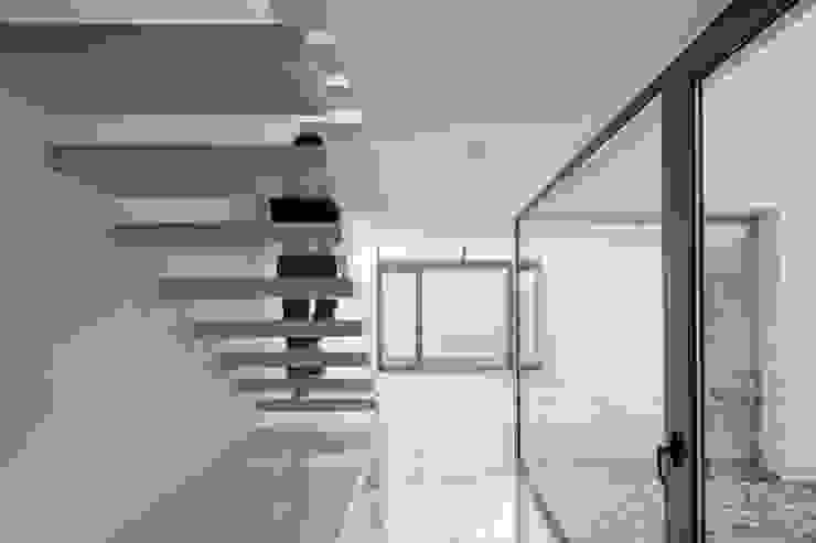 Projekty,  Korytarz, przedpokój zaprojektowane przez OKULTUS, Minimalistyczny