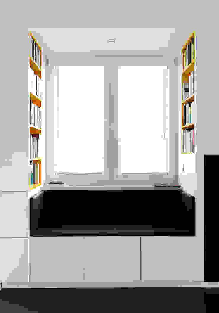 Гостиная в стиле минимализм от musk collective design Минимализм