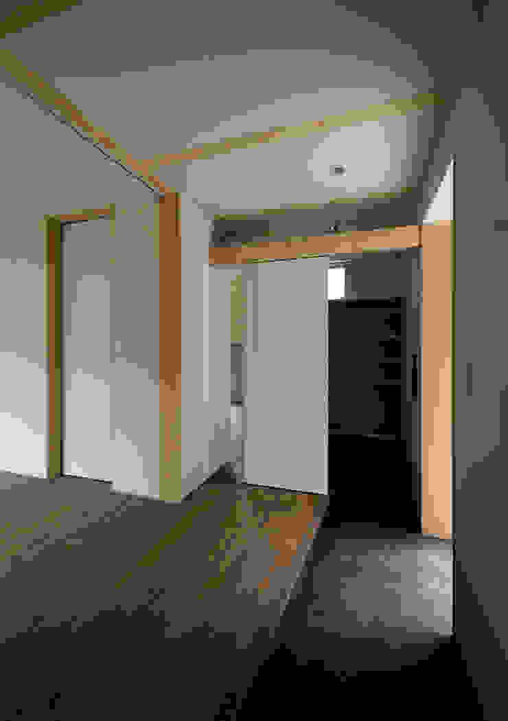 マドの家 モダンスタイルの 玄関&廊下&階段 の 充総合計画 一級建築士事務所 モダン