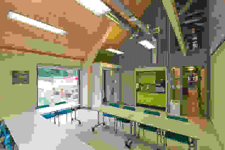 Veldwerkruimte tbv vergaderingen en cursussen Moderne congrescentra van BBHD architecten Modern