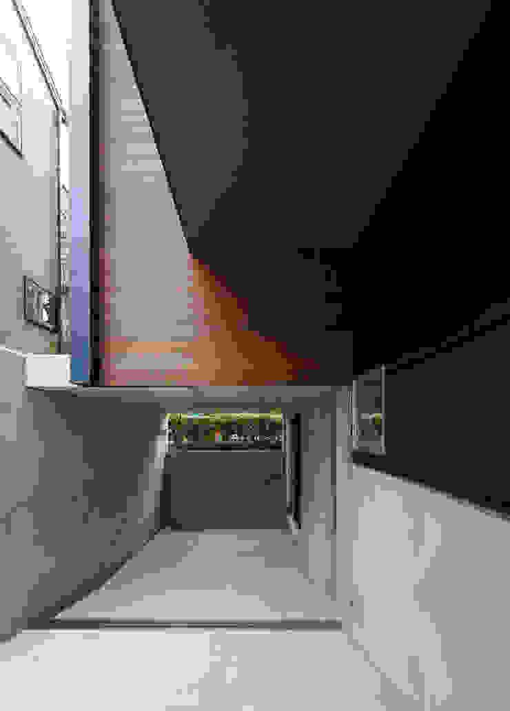 マドの家 モダンデザインの ガレージ・物置 の 充総合計画 一級建築士事務所 モダン
