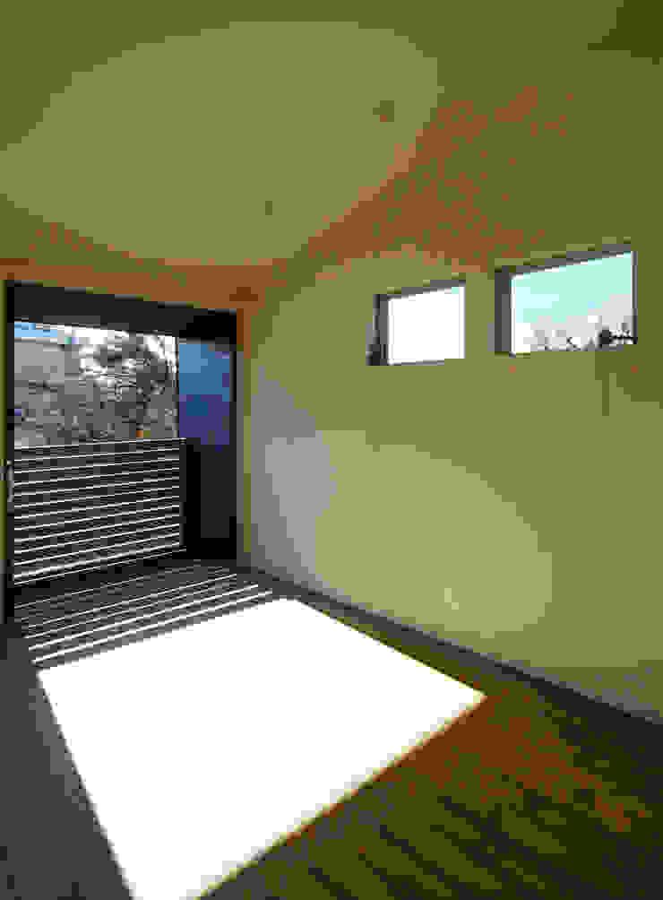 マドの家 モダンデザインの リビング の 充総合計画 一級建築士事務所 モダン