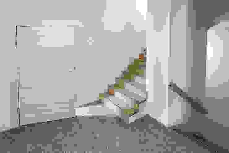 Treppenhaus: modern  von  ARNOLD-Möbelmanufaktur GmbH & Co. KG - Finest Interiors,Modern