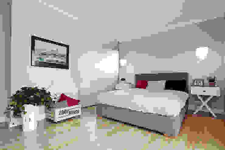 Apartament w Krakowie - sypialnia Skandynawska sypialnia od AvoCADo Skandynawski