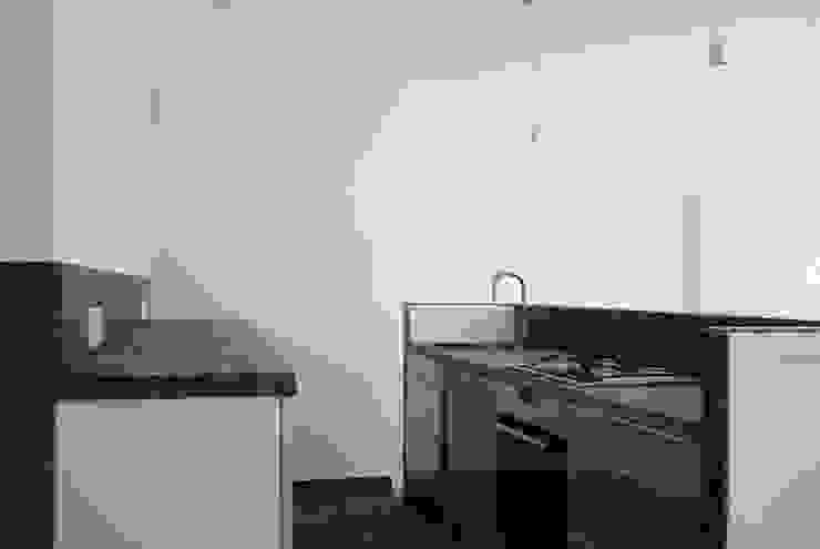 Küche Moderne Küchen von DARC Architects // Darmawan Architekten Modern
