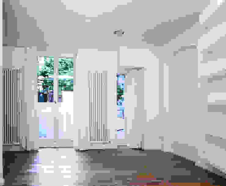 Wohnen Moderne Wohnzimmer von DARC Architects // Darmawan Architekten Modern