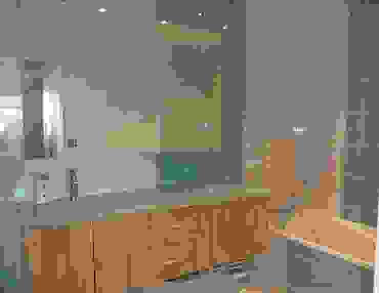 Aprés salle de bain par Les cuisines d'Arno