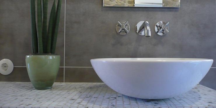 Classic style bathroom by Junghanns + Müller Architekten Classic