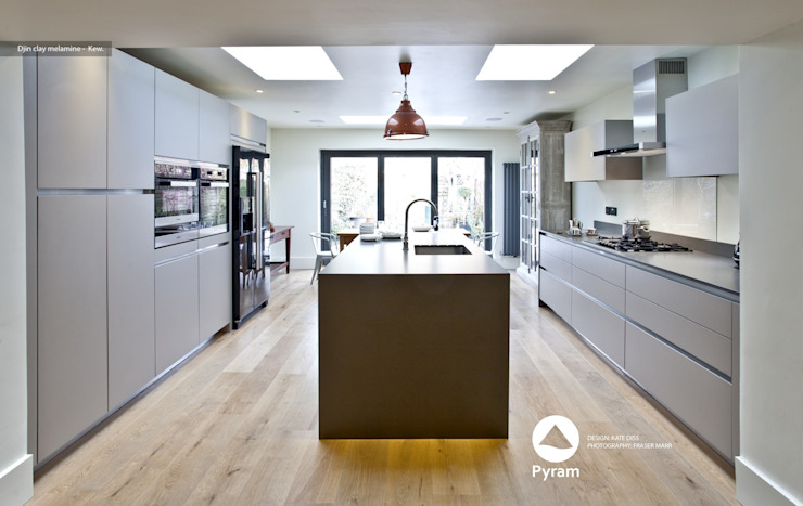 Crisp Kew Kitchen Modern style kitchen by homify Modern