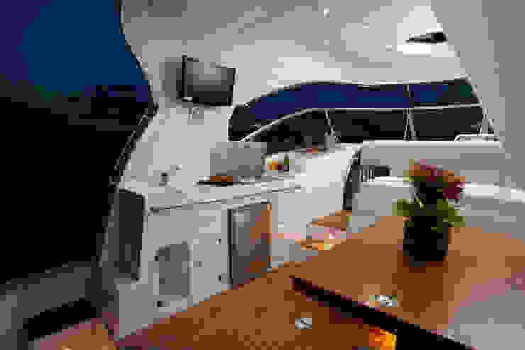Cockpit - HELENAROCHAarquitetura Iates e jatos modernos por HELENAROCHAarquitetura Moderno