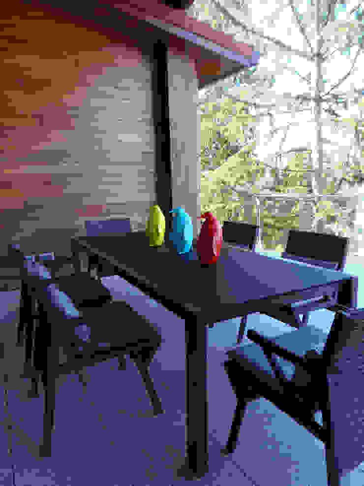 Vivienda unifamiliar, Ourense, Galicia. Balcones y terrazas de estilo moderno de Oito Interiores Moderno
