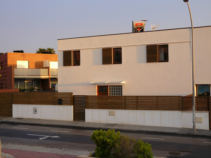 Modern Houses by Lignea Construcció Sostenible Modern