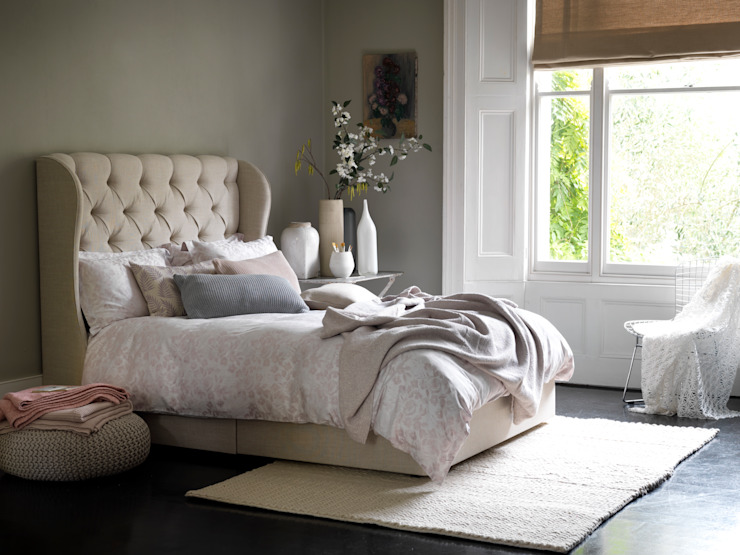 Bedroom تنفيذ Button & Sprung,
