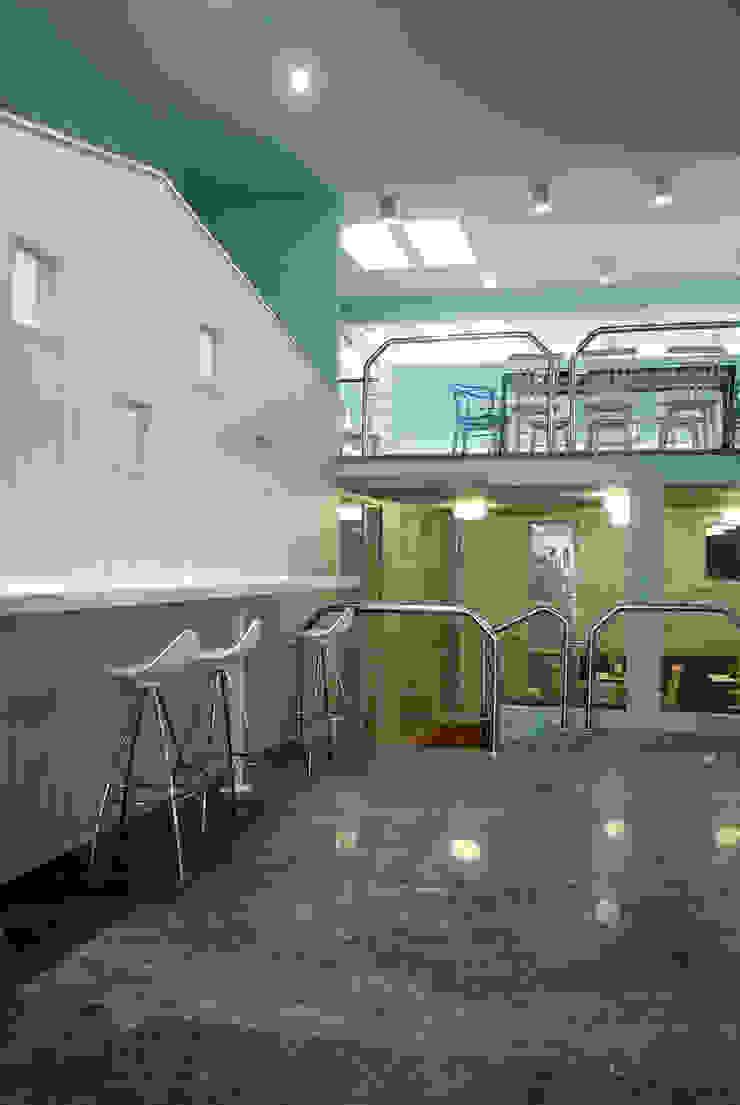 planta 0 Bares y clubs de estilo moderno de interior03 Moderno
