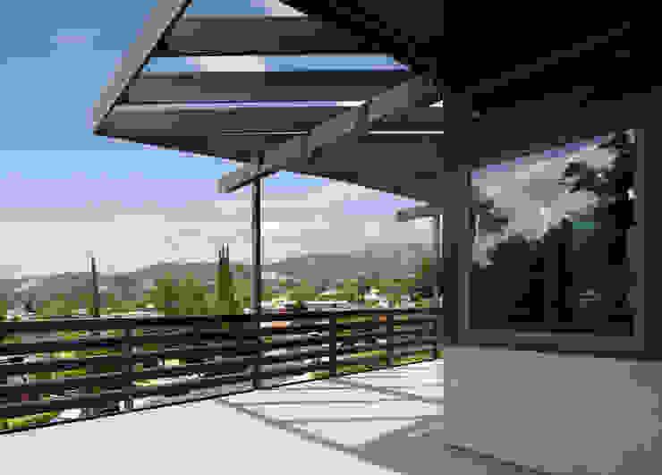 Lopez House Modern balcony, veranda & terrace by Martin Fenlon Architecture Modern