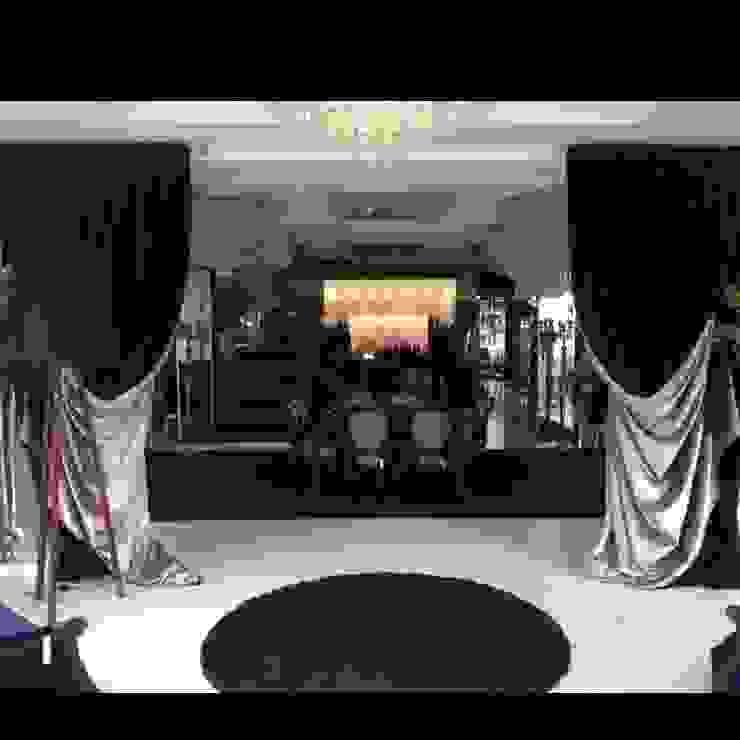Showroom em Balneário Camboriú Espaços comerciais clássicos por K I A R E Z A Clássico