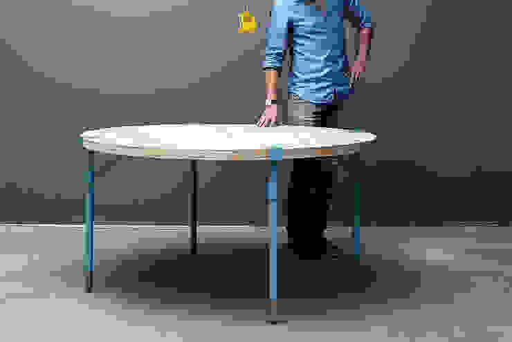 Runder Küchentisch aus Recycling-Holz: modern  von Baltic Design Shop,Modern