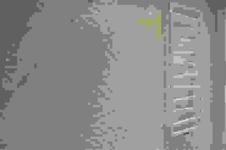 łazienka dla gości - parter Minimalistyczna łazienka od Tarna Design Studio Minimalistyczny