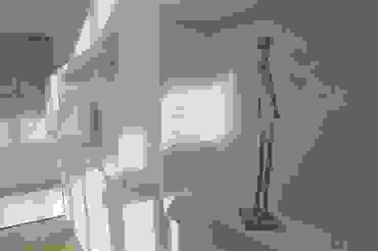 salon Minimalistyczny salon od Tarna Design Studio Minimalistyczny