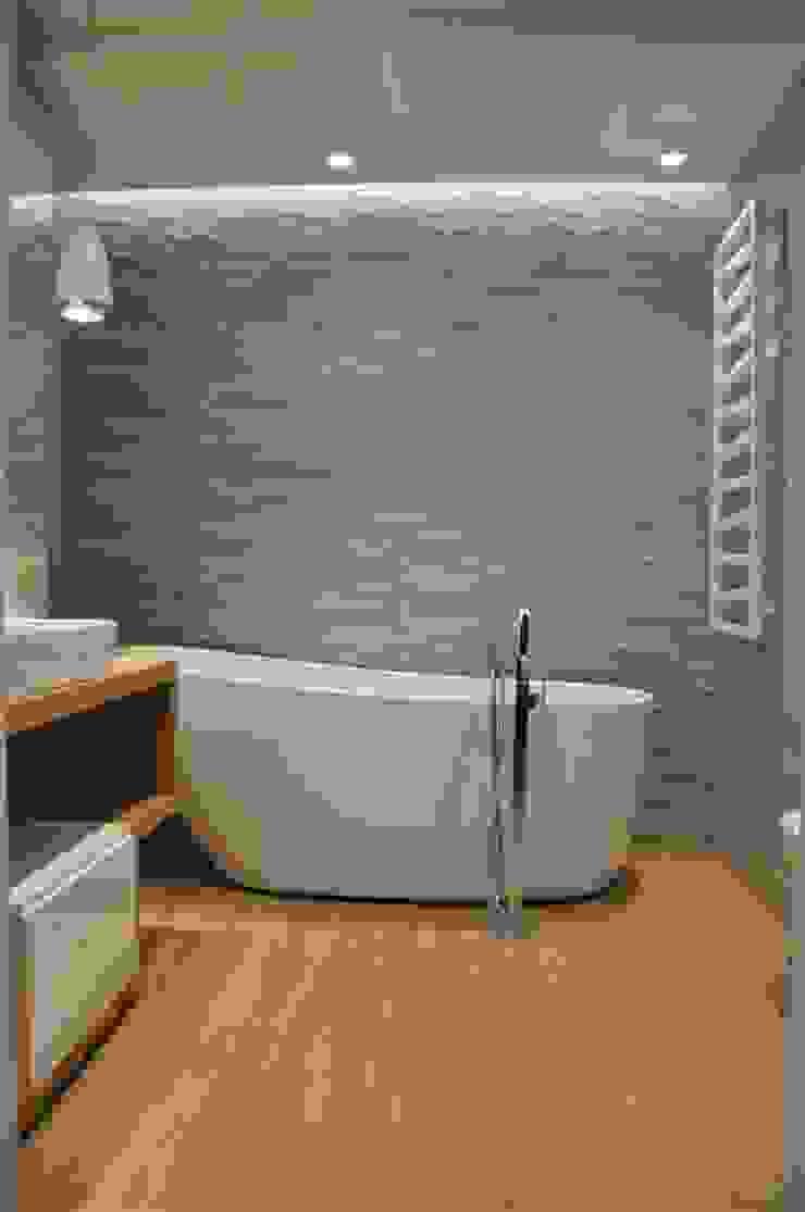 łazienka prywatna Minimalistyczna łazienka od Tarna Design Studio Minimalistyczny
