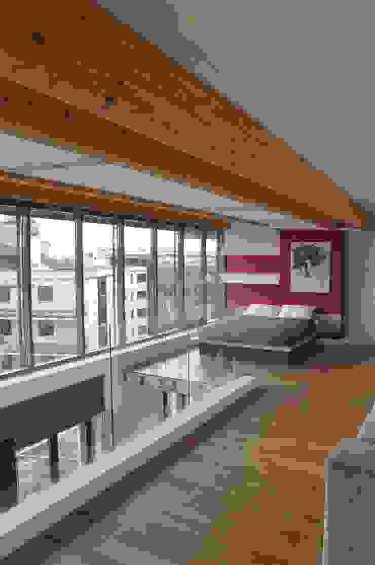 sypialnia na antresoli Minimalistyczna sypialnia od Tarna Design Studio Minimalistyczny