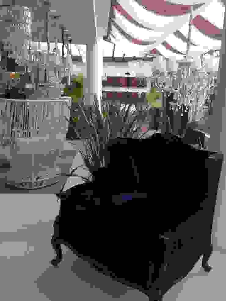 Showroom em Balneário Camboriú Espaços comerciais modernos por K I A R E Z A Moderno