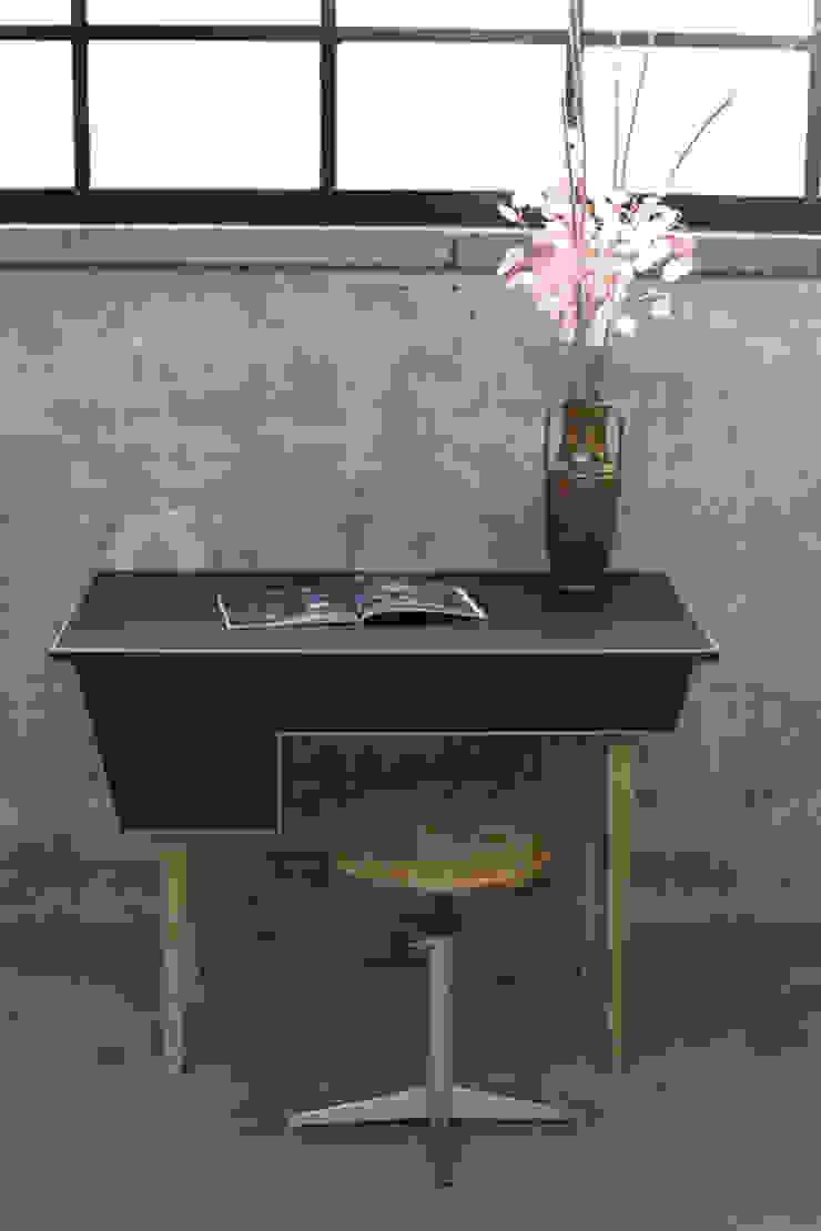 My Granny Desk II van Studio Jolanda van Goor Scandinavisch