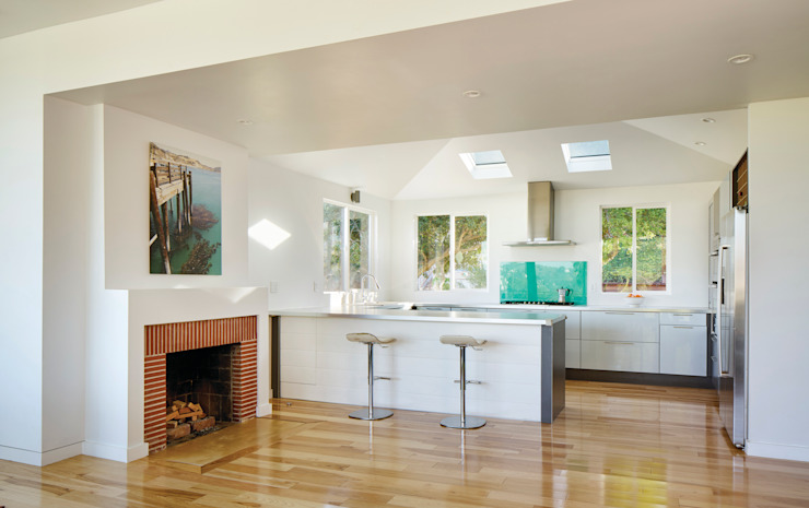 Morris House Modern Kitchen by Martin Fenlon Architecture Modern