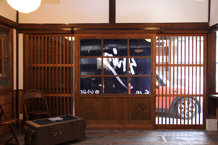 Asian style window and door by 田中博昭建築設計室 Asian Wood Wood effect