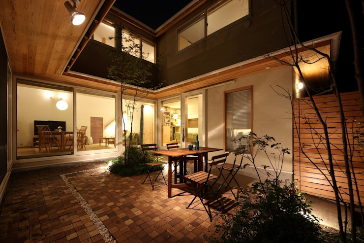 新井アトリエ一級建築士事務所 Modern style gardens