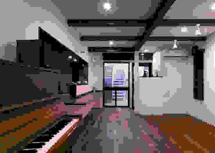 カフェ モダンデザインの 多目的室 の 那波建築設計 NABA architects モダン